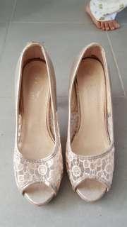 Ladies shoes size 38