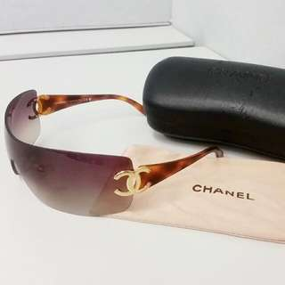 Authentic Chanel Shield Sunglasses 4119 RP$500 Almost New