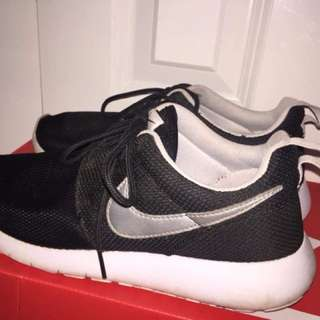 Nike Roshe -black and white