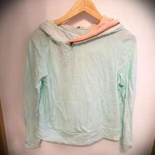 E 淺綠薄荷綠拼接淺橙有帽拉鏈上衣 糖果色 pantone light green top