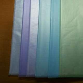 6個磨砂面文件夾,剪刀,膠紙座(適合非磨砂面敏感人士)