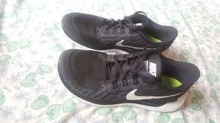 Nike Free 5.0 size 9 (ladies)