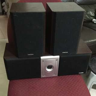 1 Pair Speakers & center surrounds (Enzer)