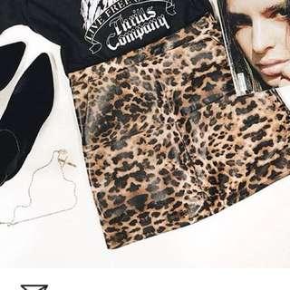 Wet look Leopard print skirt