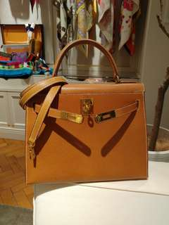 Hermes kelly 28 gold color