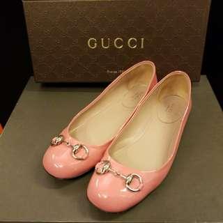 Gucci 38 pink patent flat shoes