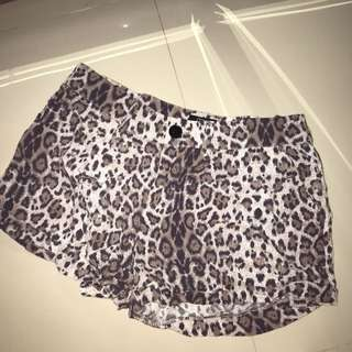 Leopard short by COTTON ON