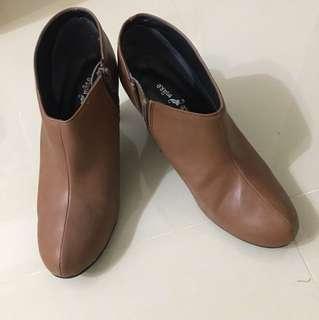 🚚 日本帶回咖啡色踝靴