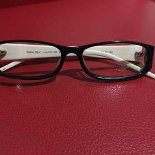 黑框平光眼鏡