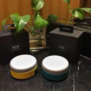 Bluetooth speaker. 1-1 linkup creating 2 wave