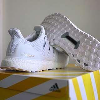 Men US 9.5 | Adidas Ultra Boost 2.0 Triple White |