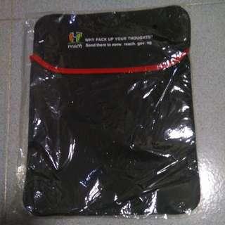 BN black laptop sleeve