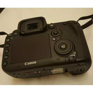 Canon 7D2. 7D mark ii. 7D mark 2 body with only 890 shutter count. Pristine condition.