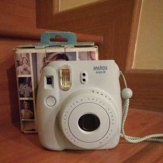 Fujifilm Instax Mini 8 + 10 pcs of Polaroid film