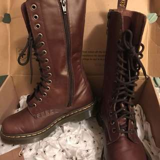 Dr. Martens boot 14eyes/holes