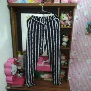 Celana Striped