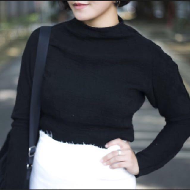 壓紋黑色小立領上衣