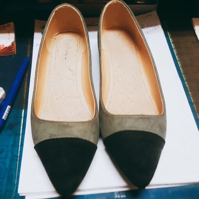灰色平底尖頭鞋#好想找到對的人