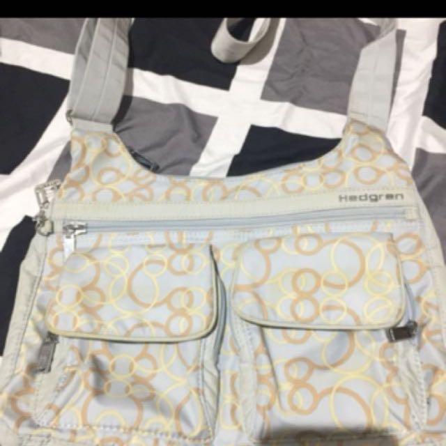 Authentic hedgren sling bag