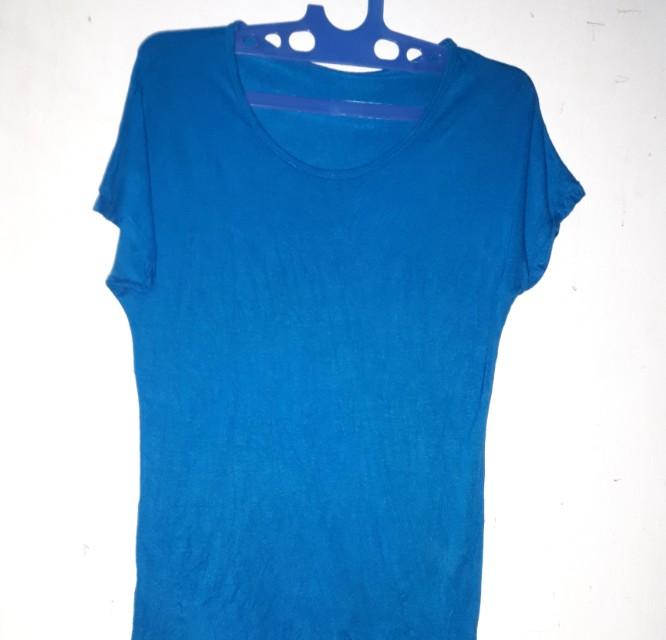Baju kaos warna biru polos