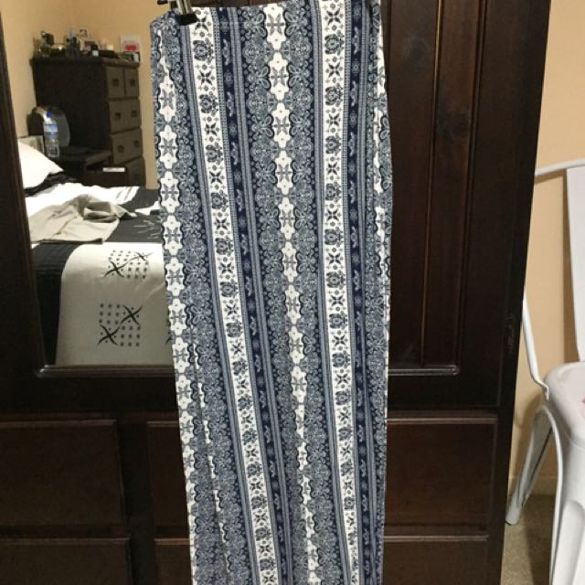 BALI FLORAL PRINT SLIM FIT MAXI SKIRT NEW CONDITION