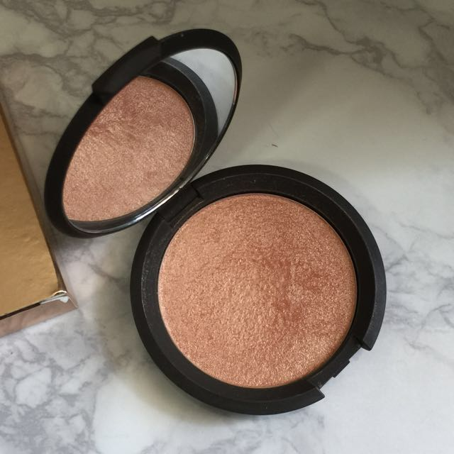 BECCA Highlighter Champagne Pop