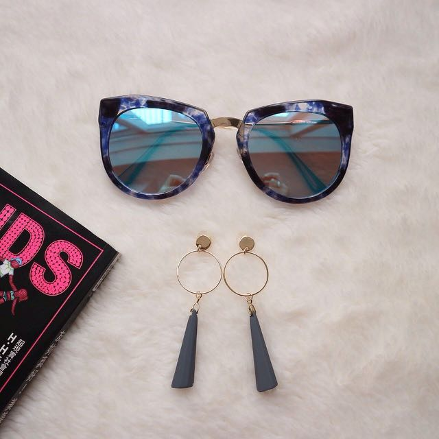 Beeca Sunglasses & Moony Earrings