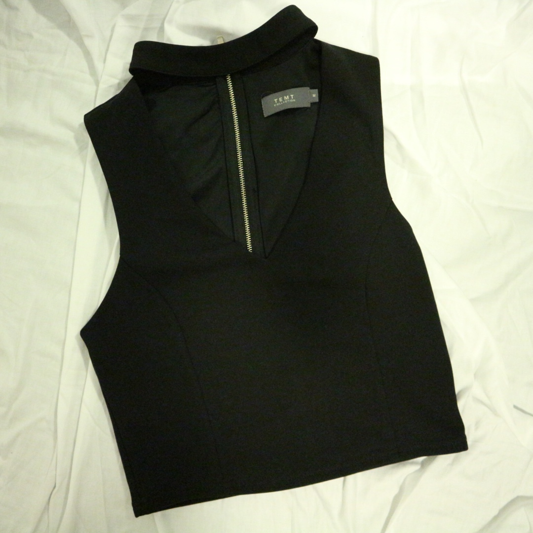 Black Crop with Neck Detail Size M