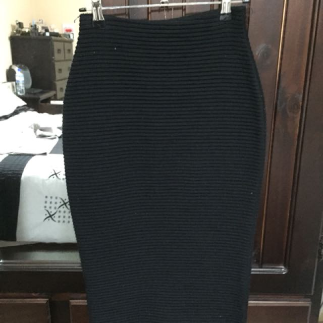 BLACK MIDI PENCIL SKIRT SOFT RIBBED MATERIAL NEW CONDITION