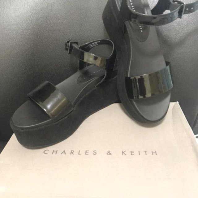 CHARLES AND KEITH flatform shoes