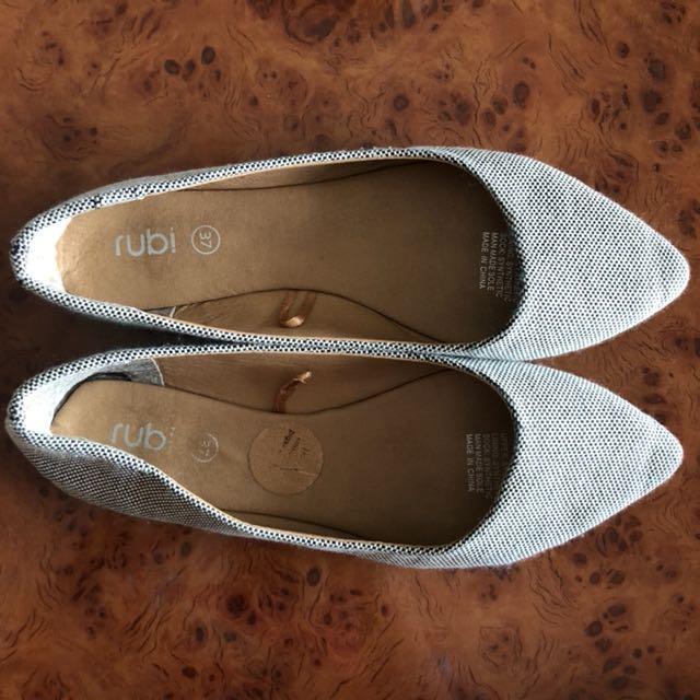 Code 2 • Rubi Flatshoes size 37