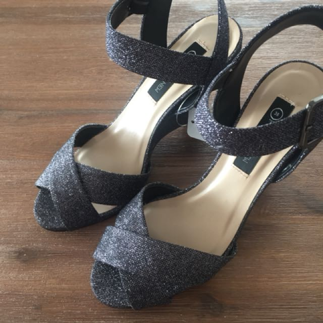 Forever new wedges size 7