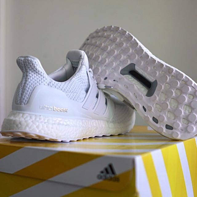 Men US 9.5 | Adidas Ultra Boost 2.0 Triple White |