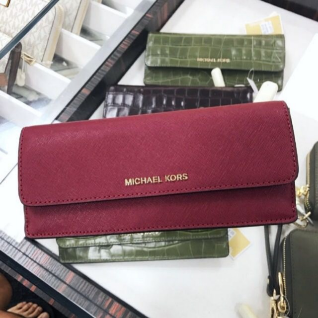 74babf78908e Michael Kors Travel Slim Wallet *Mulberry*, Women's Fashion, Bags ...