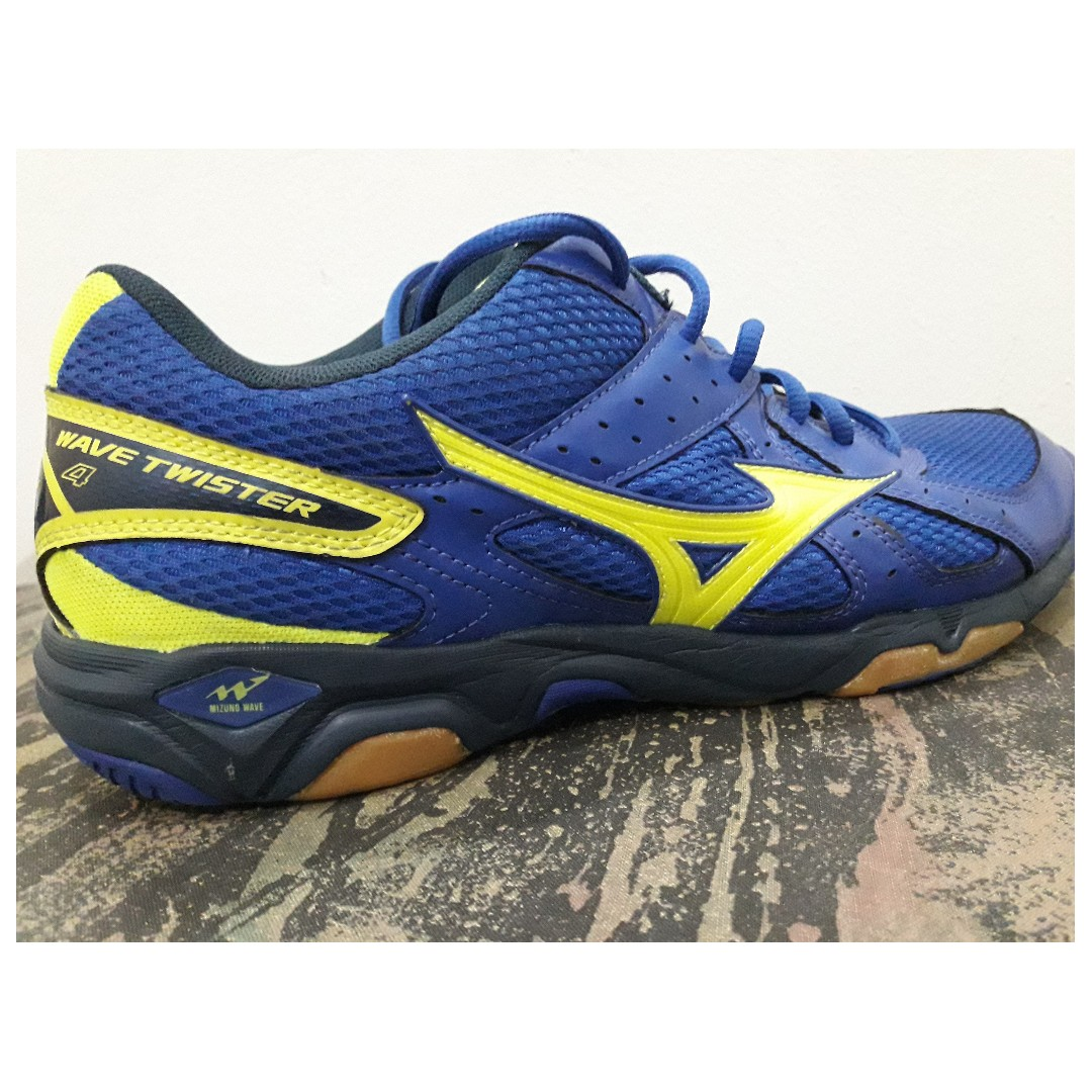 separation shoes d5c50 c26af Mizuno Wave Twister 4 Shoes (Original), Men s Fashion, Footwear on Carousell
