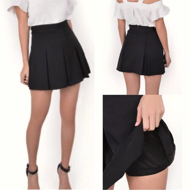 Pleated Skirts with Inner Pants in Black