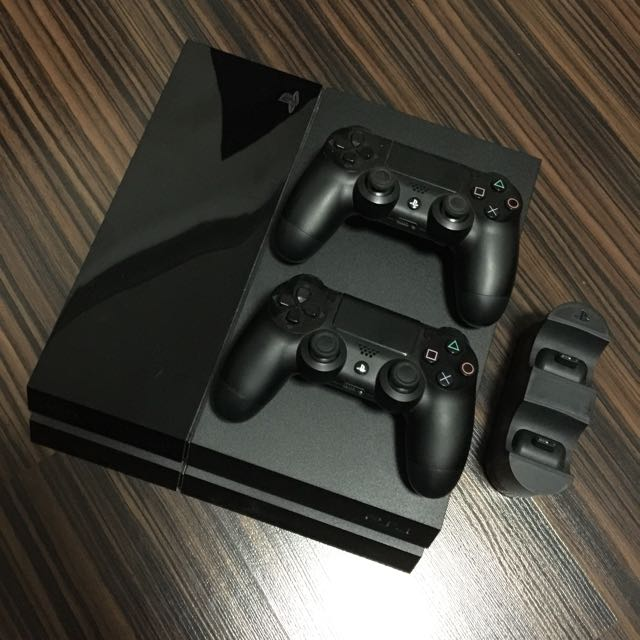 PS4 with Charging station