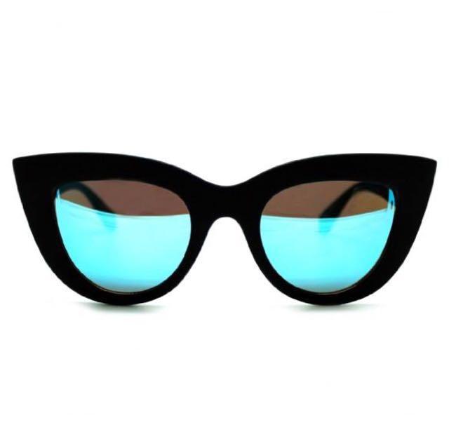 Quay Kitti Black/Blue Mirror Sunglasses
