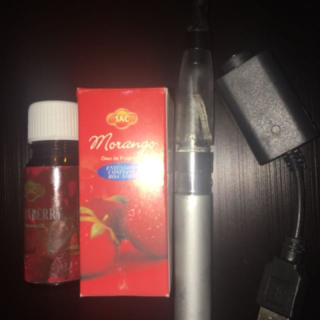 **RECHARGEABLE VAPE PEN WITH 2 REFILL OILS**