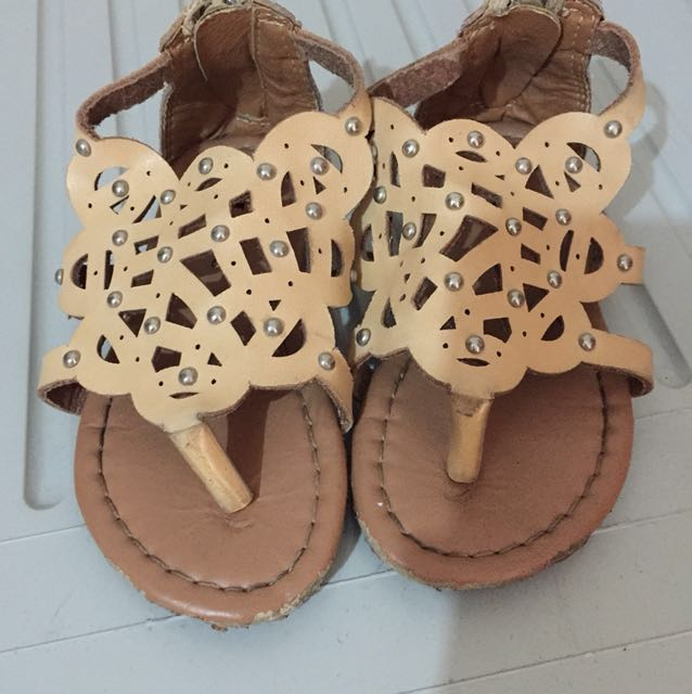 Sandals size 5 (FROM USA)