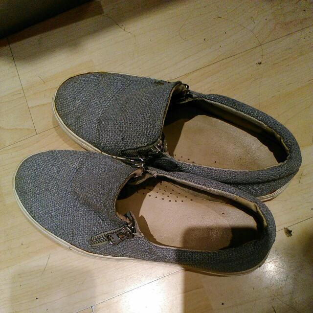 Sepatu slop casual