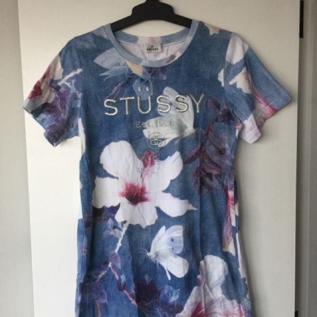 STUSSY T-shirt dress in size 10. (Sorry about the creases)