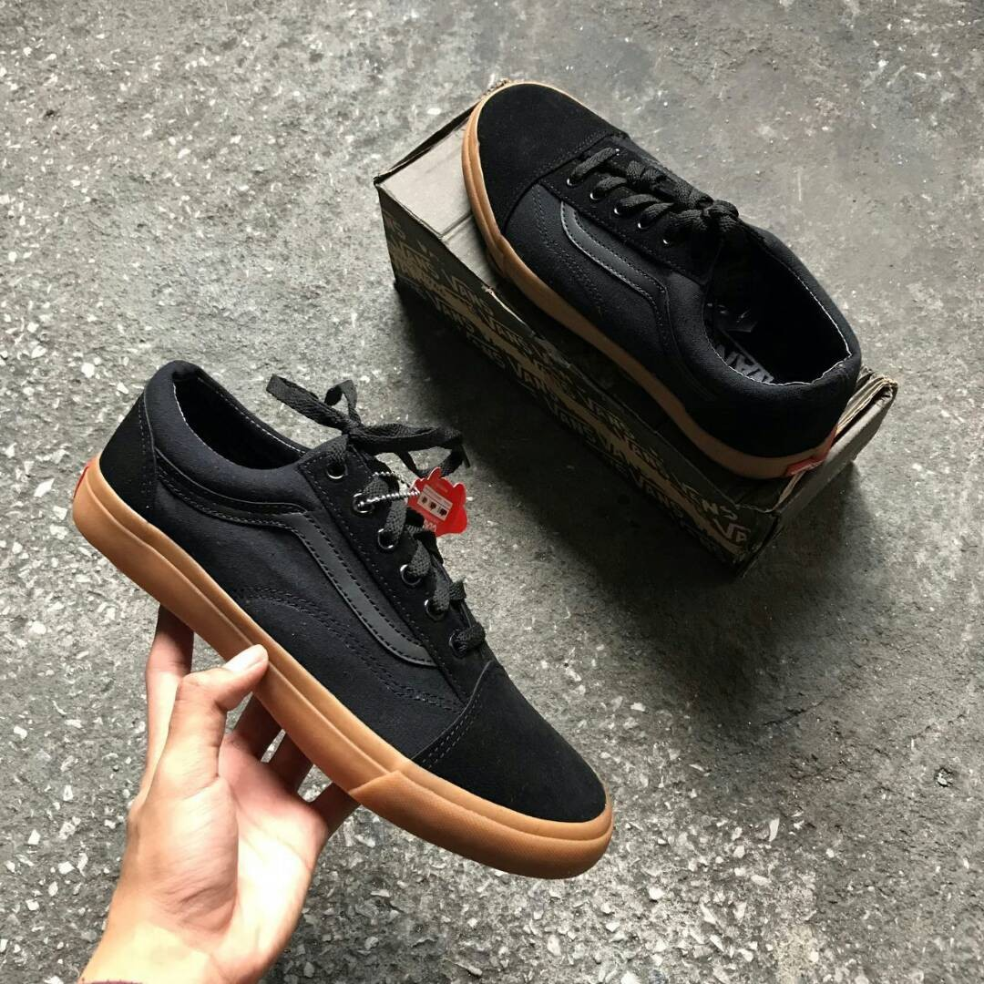 vans old skool all black gumsole no ring men 39 s fashion. Black Bedroom Furniture Sets. Home Design Ideas