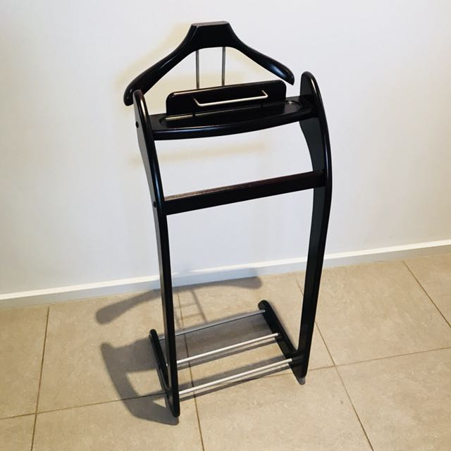 Wooden Butler Valet Stand in Mahogany Stain