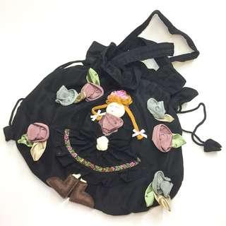 [手挽袋][包平郵]日系可愛黑色小女孩公仔花邊手挽袋