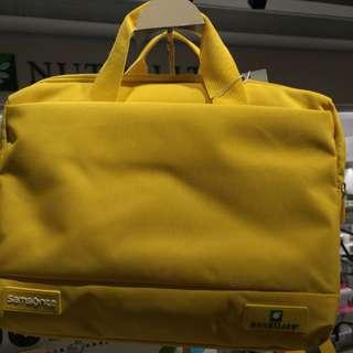(新秀麗)輕巧事務包(黃色二用功能) Size :  高 36*寬27.5*7公分厚( 2 Way Bag)