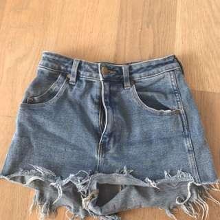 Rollas highwaisted shorts