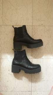 ZU boots size 8