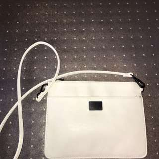 White shoulder bag / clutch