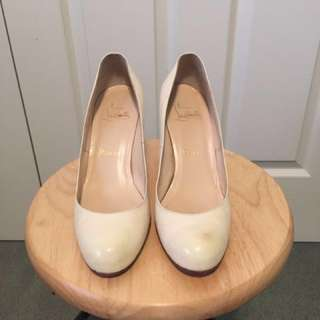 Authentic Christian Louboutin white simple pumps - size 38